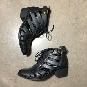 Steve Madden 🤩 Black Cut Out booties 6.5